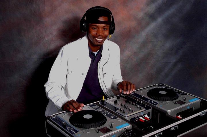 DJ Ntsizwa – Tshwara Oebatlabyang